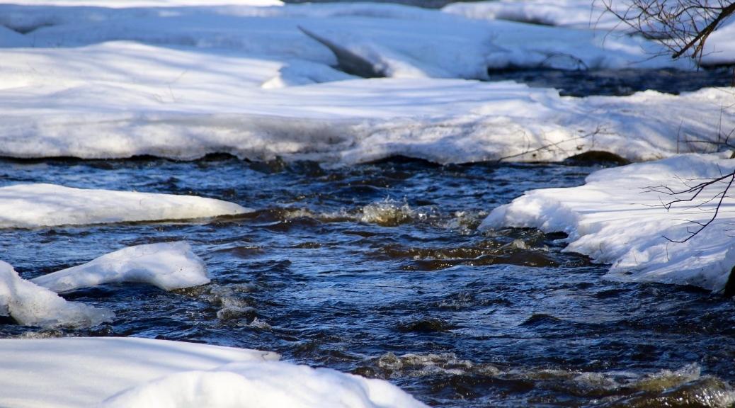 Virtaava vesi Luontoyhteys Luonnonkierto Vuodenkierto Oivalluksia luonnosta Kevätväsymys Kevätmasennus