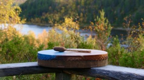 Shamaanirumpu Voimarumpu Luonnonnoita Shamaani Rumpumatka Shamaanirummulla soittaminen
