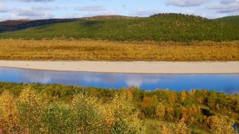 Maadoittuminen Luonnon elementit Maa Maadoittumisen merkitys ja parantavat vaikutukset Maadoittuminen harjoitukset ja kokemuksia Ihmisen maadoitus Henkinen ja fyysinen maadoittuminen